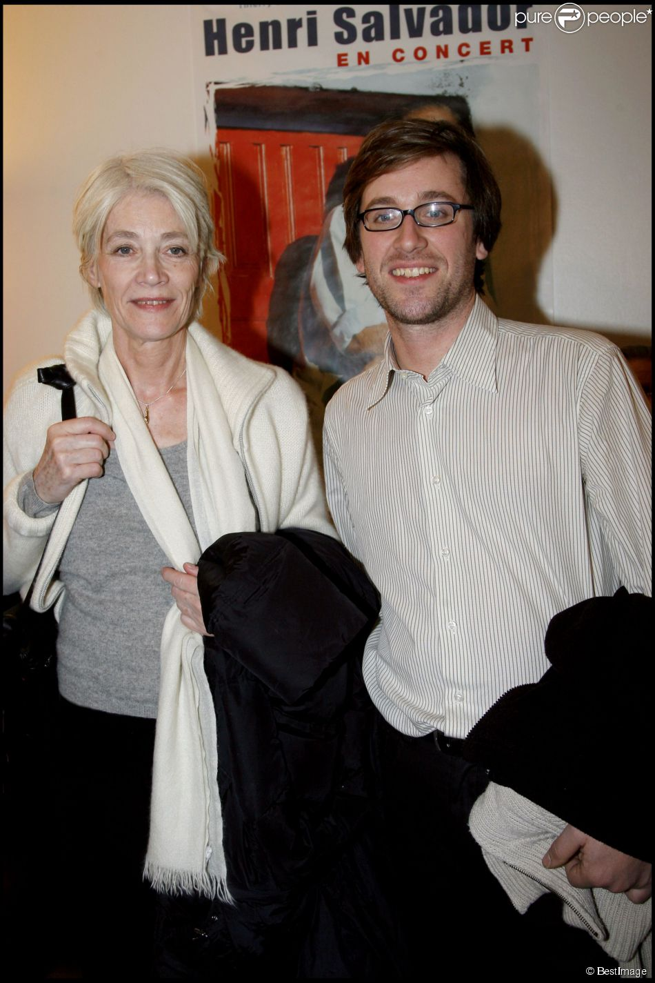 Françoise Hardy et son fils Thomas Dutronc lors d'un concert d'Henri Salvador au Palais des Congrès à Paris le 21 décembre 2007