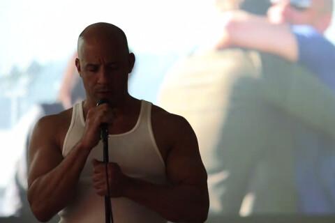 Paul Walker : Vin Diesel, au bord des larmes, chante pour son ami qui lui manque