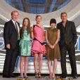 Brad Bird, Raffey Cassidy, Britt Robertson, Mirai Shida et George Clooney lors de l'avant-première du film A la poursuite de demain à Tokyo le 25 mai 2015