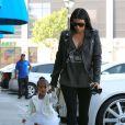 Kim Kardashian emmène sa fille North à sa leçon de danse classique. Tarzana, le 28 mai 2015.