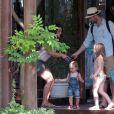 Xabi Alonso passe ses vacances avec sa femme Nagore Aramburu et ses enfants à Marbella en Espagne le 28 mai 2015.
