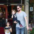Scott Disick et ses enfants Mason et Penelope à Calabasas, Los Angeles, le 27 avril 2015.