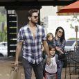 Scott Disick, Kourtney Kardashian et leurs enfants Mason et Penelope à Los Angeles, le 10 mars 2015.