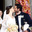 Le prince Carl Philip de Suède embrasse Sofia Hellqvist le jour du mariage à Stockholm le 13 juin 2015  Prince Carl Philip, Sofia Hellqvist - kiss Prince Carl Philips and Sofia Hellqvists wedding, Stockholm, Sweden, arrivals, 2015-06-1313/06/2015 - Stockholm
