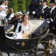 Les mariés en calèche - Mariage du prince Carl Philip de Suède et Sofia Hellqvist à Stockholm le 13 juin 2015  STOCKHOLM 2015-06-13. Wedding of Prince Carl Philip of Sweden and Miss Sofia Hellqvist. The royal couple leave the church for a carriage ride after the ceremony.13/06/2015 - Stockholm