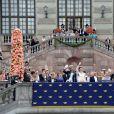 Marie et Erik Hellqvist (les parents de la mariée), le prince Carl Philip de Suède et sa femme Sofia Hellqvist, le roi Carl Gustav de Suède - La famille royale de Suède au balcon du palais royal à Stockholm, après la cérémonie de mariage. Le 13 juin 2015  Swedish royal family at the balcony of the royal palace in Stockholm, after the wedding ceremony. On june 13rd 2015 Prince Carl Philip, Sofia Hellqvist Prince Carl Philips and Sofia Hellqvists wedding, Stockholm, Sweden, 2015-06-1313/06/2015 - Stockholm
