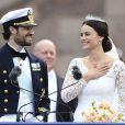 Le prince Carl Philip et sa femme Sofia Hellqvist au balcon du palais royal à la fin de la cérémonie de mariage à Stockholm, le 13 juin 2015.  Prince Carl Philip and his wife Sofia Hellqvist at the balcony of the royal palace in Stockholm, after the wedding ceremony. On june 13rd 201513/06/2015 - Stockholm