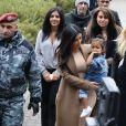 Kim Kardashian, son mari Kanye West, sa fille North West, sa soeur Khloe Kardashian et ses cousines Kourtni et Kara visitent les ruines de la maison de ses aïeuls puis se rendent dans une église à Gyumri en Arménie le 11 avril 2015.