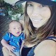 Justin Timberlake a posté une photo de sa femme Jessica Biel avec leur enfant Silas Randall le 19 avril 2015, en soutien à l'équipe de basketball de Memphis