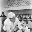 Fernandel sur le tournage du film Le Boulanger de Valorgue en 1952
