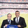 Keylor Navas, gardien de but et nouvelle recrue du Real Madrid, a été officiellement présenté par Florentino Perez à la presse et aux supporters merengue le 5 août 2014 à Santiago Bernabeu.