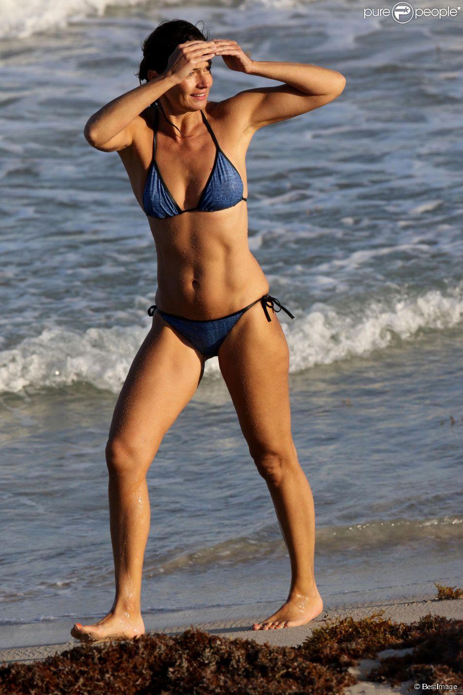 Exclusif - L'ex mannequin Paulina Porizkova en vacances à Saint-Barthélemy est toujours aussi sublime à 50 ans - Le 20 juin 2015.