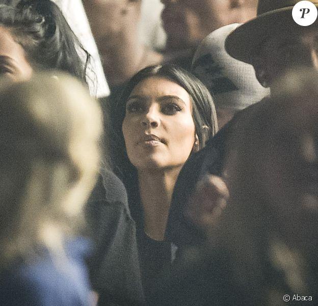 Kim Kardashian lors du concert de Kanye West à Glastonbury, le 28 juin 2015.