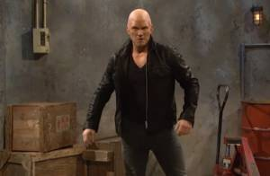 Chris Pratt, crâne rasé, se moque de Jason Statham : Une parodie hilarante !
