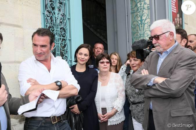 Jean dujardin avec sa compagne nathalie p chalat enceinte for Pere de jean dujardin