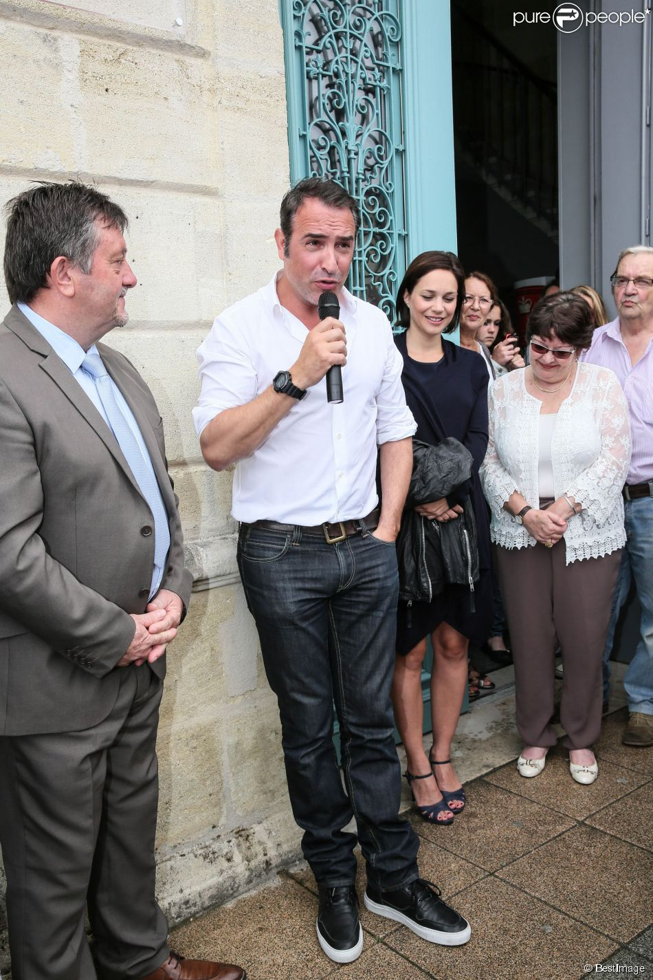 Bernard guiraud maire de lesparre m doc jean dujardin for Jean dujardin pechalat