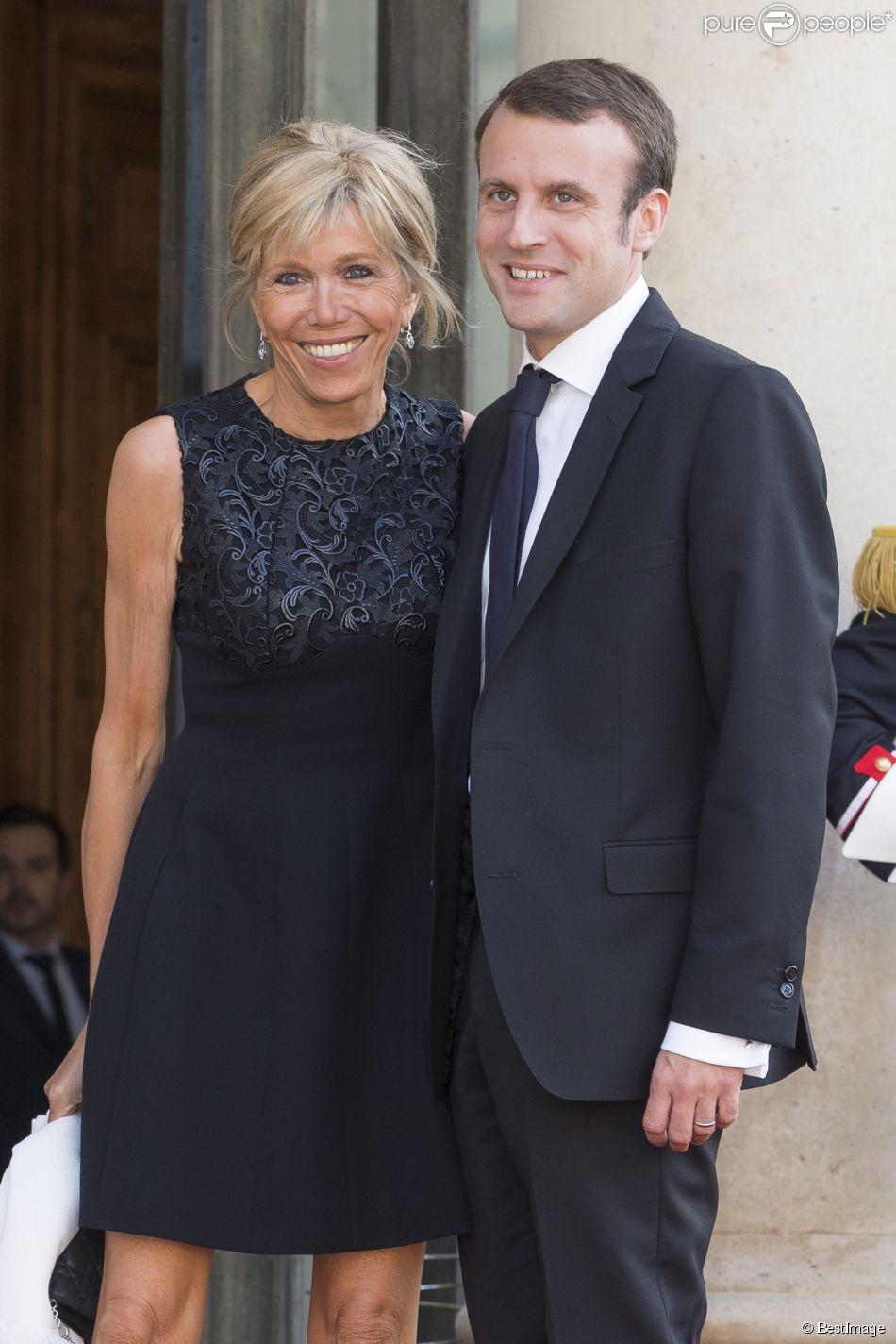 Le ministre Emmanuel Macron et sa femme Brigitte Trogneux - Dîner d'Etat en l'honneur du Felipe VI et la reine Letizia d'Espagne, reçus par François Hollande, président de la République française, au Palais de l'Elysée à Paris le 2 juin 2015.