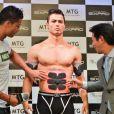Christiano Ronaldo au Maru Cube du Marunouchi Building à Tokyo, où il a présenté le 8 juillet 2015 son SixPad avec le boss de chez MTG
