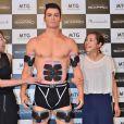 Christiano Ronaldo au Maru Cube du Marunouchi Building à Tokyo, où il a présenté le 8 juillet 2015 son SixPad de chez MTG