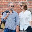 Sam Mendes et sa petite-amie Rebecca Hall se promenent a New York, le 18 aout 2013.