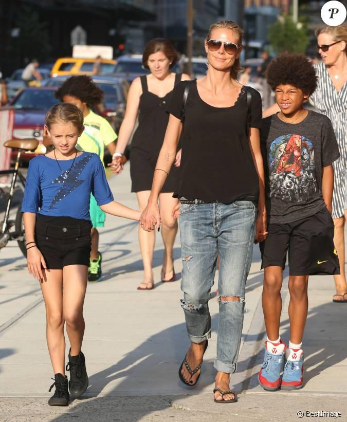 heidi klum se prom ne avec ses enfants lou leni et johan dans les rues de new york le 9 juin. Black Bedroom Furniture Sets. Home Design Ideas