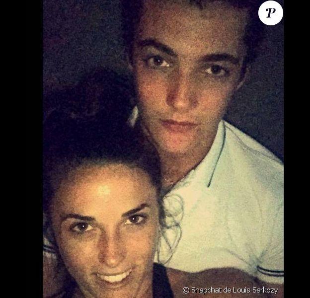 Louis Sarkozy et Capucine Anav ont dévoilé un selfie ensemble sur Snapchat. Juillet 2015.