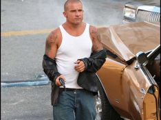 REPORTAGE PHOTOS : Dominic Purcell de Prison Break soulève son T-shirt... Et là, c'est le drame !