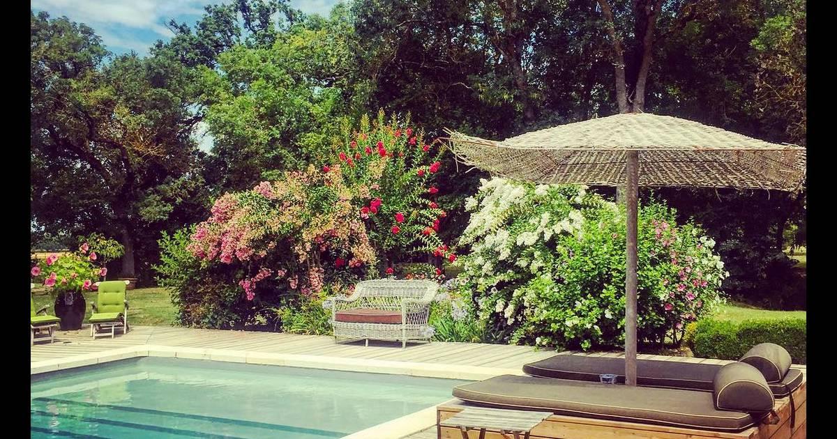 Au bord de la piscine de la productrice anne marcassus for Au bord de la piscine tours