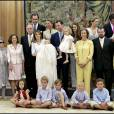 Letizia et Felipe d'Espagne entourés de leur famille lors du baptême de l'infante Sofia le 15 juillet 2007 à Madrid. A gauche se trouvent Francisco Rocasolano, son épouse Enriqueta et Paloma Rocasolano, les grands-parents et la mère de Letizia.