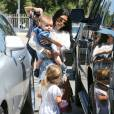 Kourtney Kardashian et ses enfants Penelope et Reign Aston quittent le centre de fitness pour enfants My Gym à Woodland Hills. Los Angeles, le 2 août 2015.