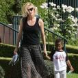 Charlize Theron emmène son fils Jackson chez un ami à Los Angeles, le 3 août 2015.