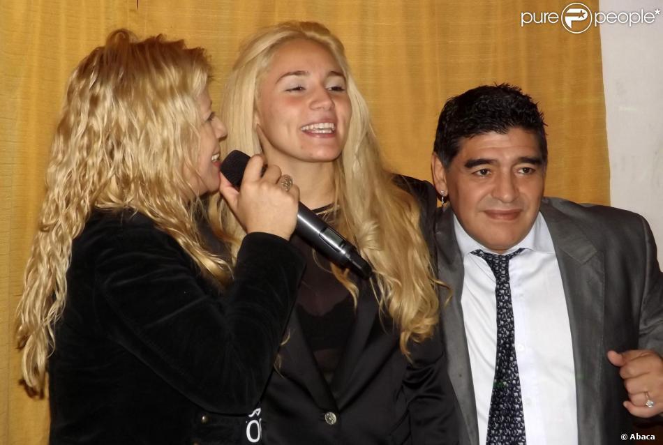 Diego Maradona et sa jeune Rocio Oliva à Buenos Aires, le 13 juin 2013