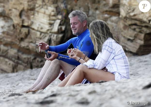 Eric Dane et sa femme Rebecca Gayheart à la plage de Malibu avec leurs filles Billie et Georgia le 21 août 2015.