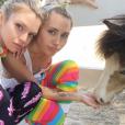 Miley Cyrus et Stella Maxwell sur Instagram au mois de juillet 2015