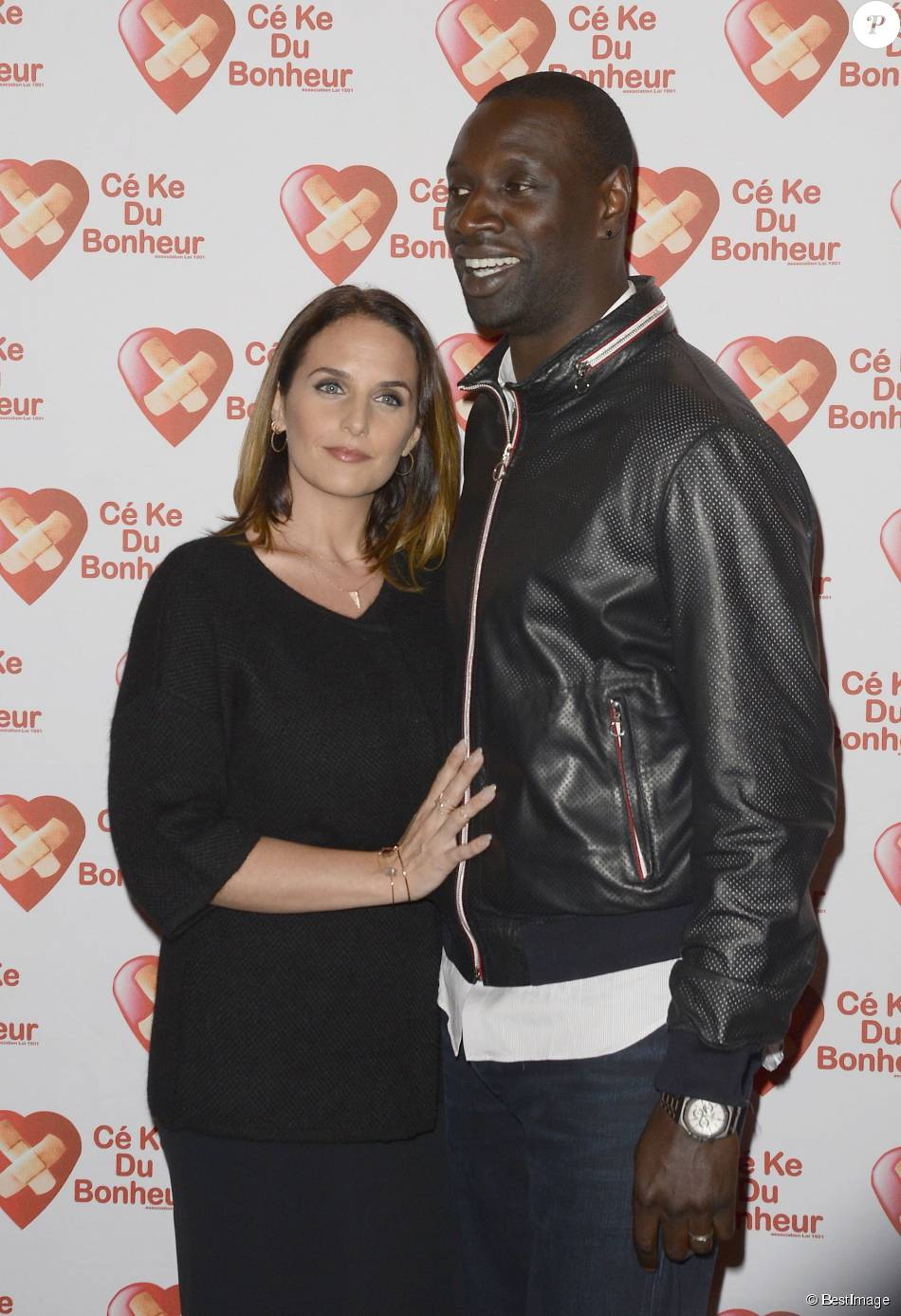 omar sy qui est sa femme h l ne maman de leurs 4 enfants purepeople. Black Bedroom Furniture Sets. Home Design Ideas