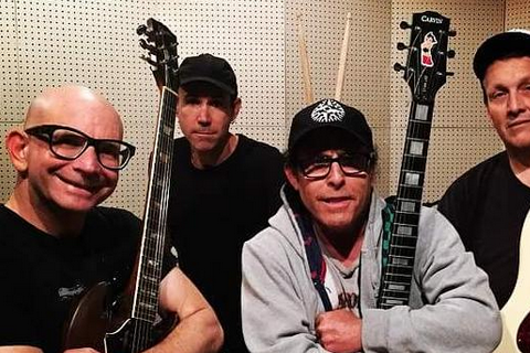 Greg Hetson (Bad Religion) : Il attaque son ex qui refuse de quitter la maison