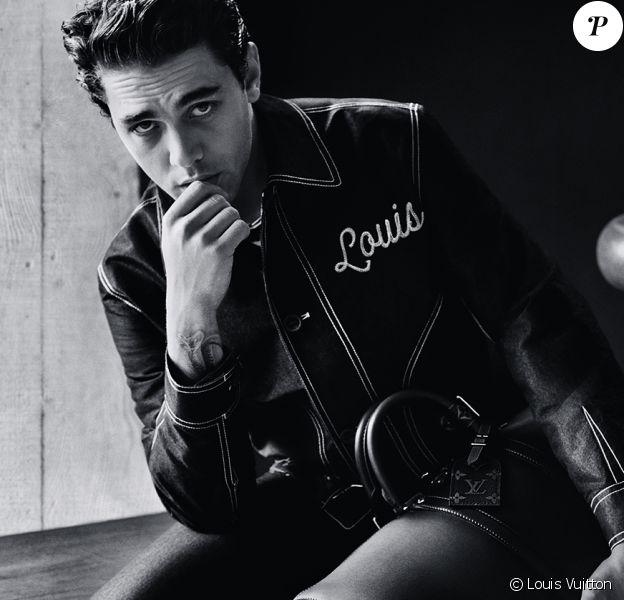 Xavier Dolan photographié par Alasdair McLellan pour la nouvelle campagne publicitaire masculine de Louis Vuitton.