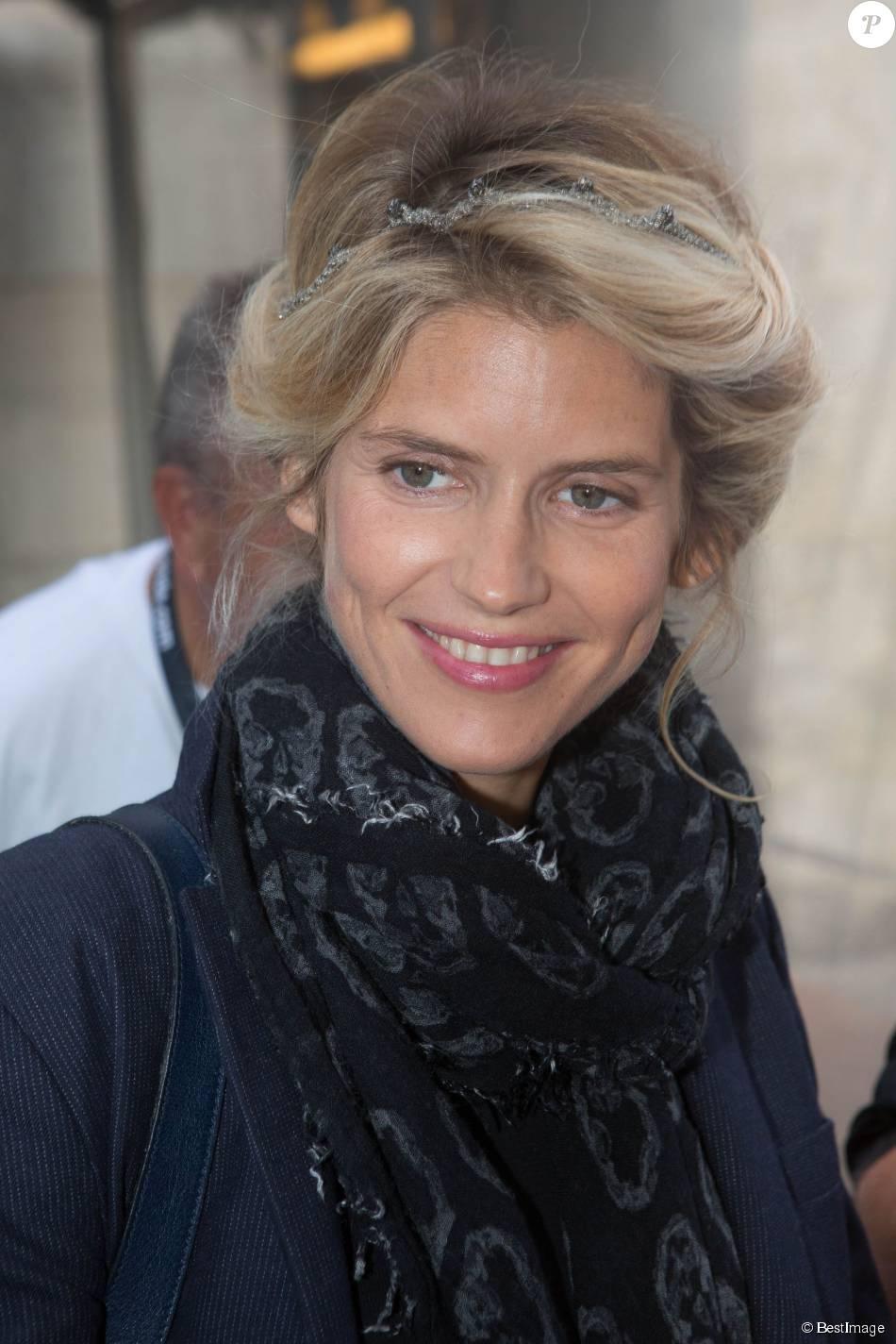 """Alice Taglioni - Photocall du film """"L'annonce"""" lors du 17e Festival de Fiction TV de La Rochelle. Le 10 septembre 2015."""