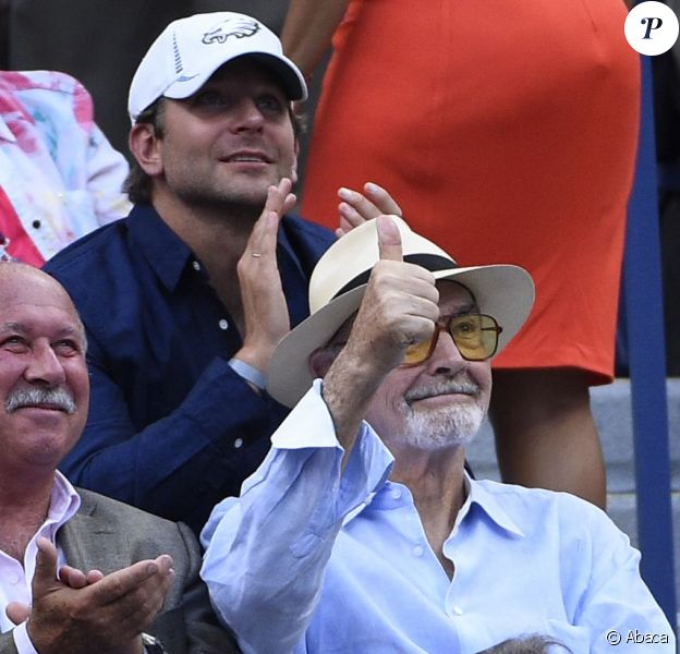 Sean Connery et Bradley Cooper lors des demi-finales de l'US Open à l'USTA Billie Jean King National Tennis Center de Flushing dans le Queens à New York, le 11 septembre 2015