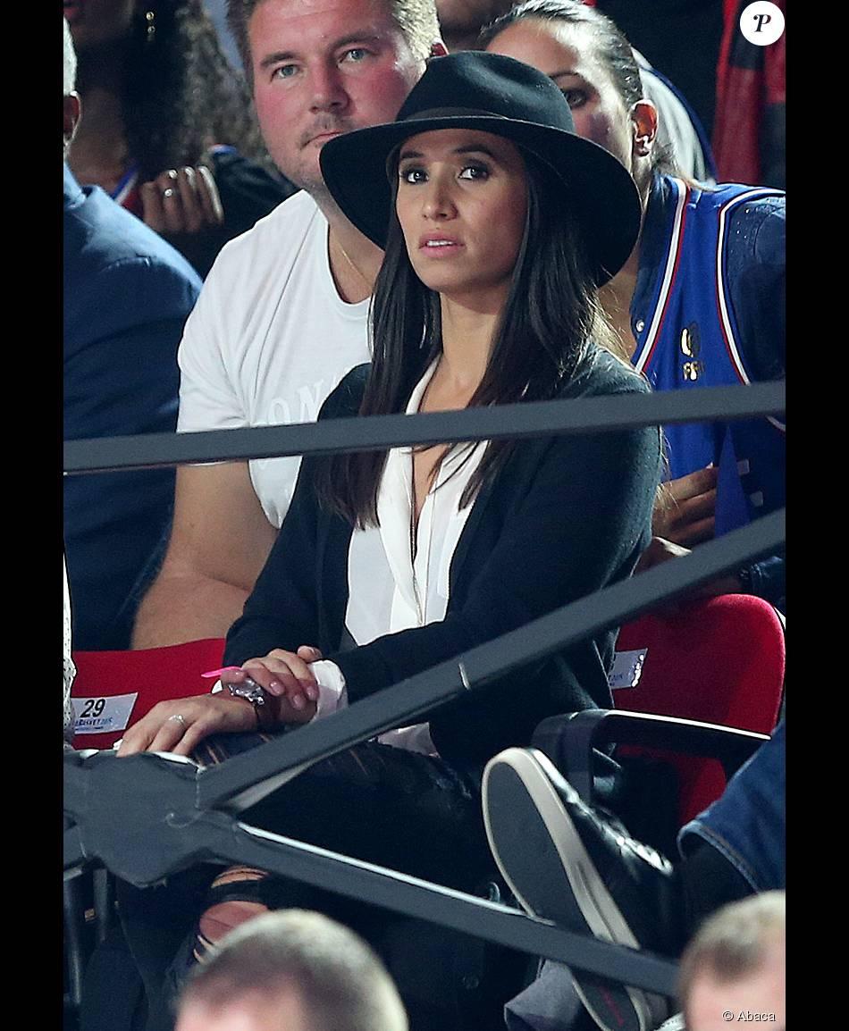 Axelle, l'épouse de Tony Parker, anxieuse dans les tribunes du stade Pierre-Mauroy de Villeneuve-d'Ascq à Lille, le 15 septembre 2015 à l'occasion du quart de finale de l'Euro de basket entre la France et la Lettonie