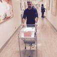 Dave Annable fait une promenade avec sa fille Charlie Mae qui vient de naître / photo postée sur Instagram.