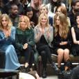 Gabriel-Kane Day-Lewis, Suki Waterhouse, Sienna Miller, Kate Moss, Cara Delevingne, St. Vincent et Naomie Harris assistent au défilé Burberry Prorsum (collection printemps-été 2016) à Hyde Park. Londres, le 21 septembre 2015.