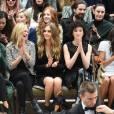 Suki Waterhouse, Sienna Miller, Kate Moss, Cara Delevingne, St. Vincent et Naomie Harris assistent au défilé Burberry Prorsum (collection printemps-été 2016) à Hyde Park. Londres, le 21 septembre 2015.