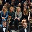 Gabriel-Kane Day-Lewis, Suki Waterhouse, Sienna Miller, Kate Moss, Cara Delevingne et Anne Clark (St. Vincent) assistent au défilé Burberry Prorsum (collection printemps-été 2016) aux Kensington Gardens, à Hyde Park. Londres, le 21 septembre 2015.