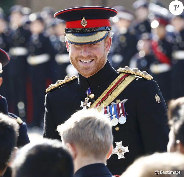 Le prince Harry en visite surprise à l'école royale militaire Duke d'York à Dover dans le Kent le 28 septembre 2015