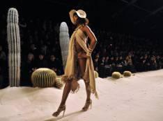 REPORTAGE PHOTOS : Naomi Campbell et Stephanie Seymour défilent... très déshabillées !