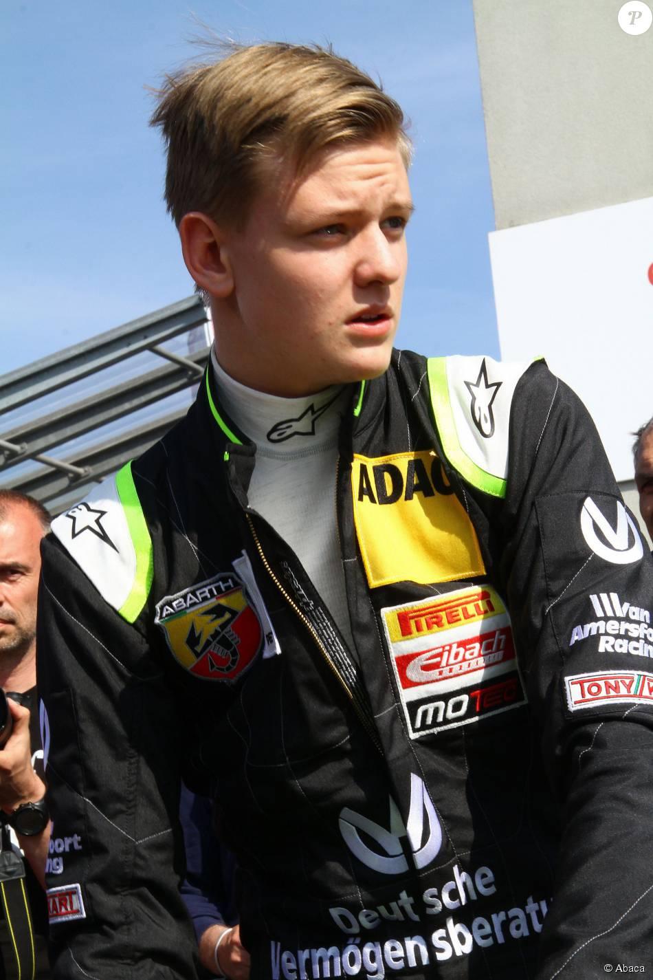 Mick Schumacher Sur Circuit Michael Son