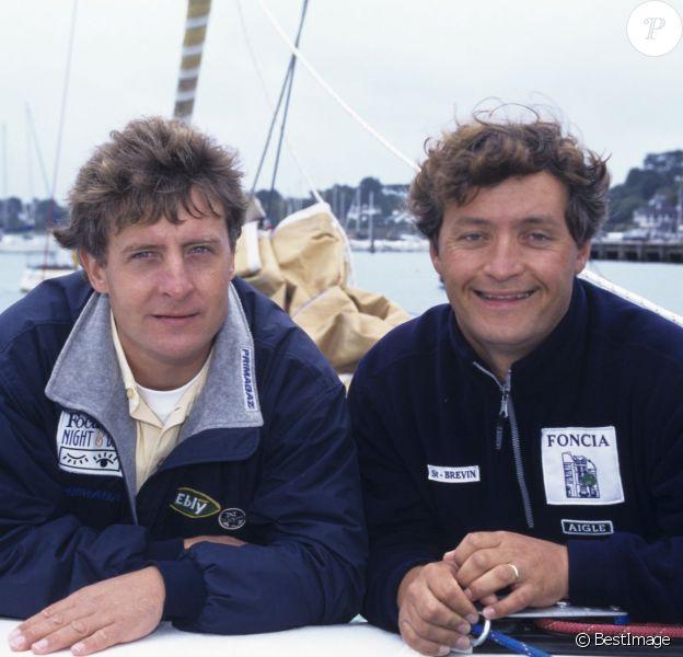 Yvan et Laurent Bourgnon à la barre du trimaran FONCIA le 2 octobre 1999à la Trinité-sur-Mer