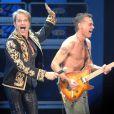 Eddie Van Halen dans ses oeuvres, sous les yeux de son ami David Lee Roth, membre du groupe