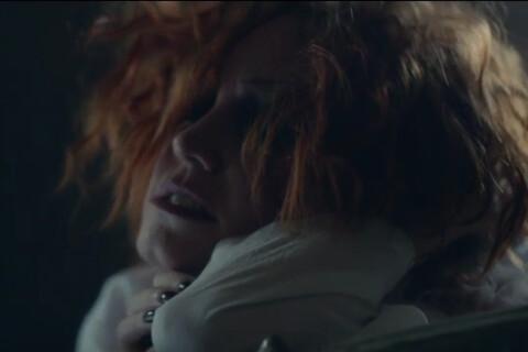 """Emji (Nouvelle Star 2015) : Suffocante dans l'enfer d'un asile pour """"Lost""""..."""